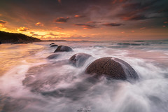 Moeraki Boulders (shaunyoung365) Tags: new sunset sea sky seascape clouds zeiss waves zealand