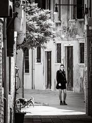 Girl in Venice (Raymond Kuilboer) Tags: street venice bw white black blackwhite venezia venetie straat