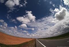 Castilla La Mancha (Ivan Mauricio Agudelo Velasquez) Tags: sky cloud rural way spain europa camino carretera via campo infinito horizonte berma