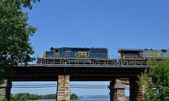 CSXT 4071 (Michael Berry Railfan) Tags: cn train quebec montreal ottawariver canadiannational csx freighttrain emd csxt sd403 leperrot cn327 kingstonsub csxt4071 csxt675