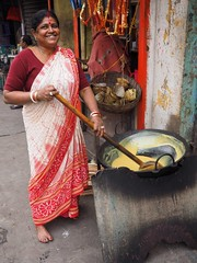 Kolkata - Preparing food (sharko333) Tags: travel voyage reise street india indien westbengalen kalkutta kolkata  asia asie asien people portrait woman olympus em1