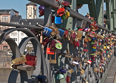 Frankfurt am Main - March 2015 (874268) (Thomas Becker) Tags: city bridge winter love germany deutschland march town am nikon iron raw hessen lock frankfurt main lovers stadt locks gps nikkor dslr fx bluetooth brcke schloss f28 mrz liebe afs steg metropole d800 hesse schlsser mainhattan 2470mm 2470 m1000 verliebte vorhngeschloss schlos eiserner holux vorhngeschlsser 128g 150308 aoka aviationphoto ak4nii