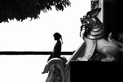 (cherco) Tags: light shadow blackandwhite tree blancoynegro luz girl composition contraluz arbol alone chica think lion sombra leon myanmar backlighting composicion
