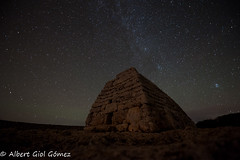 Naveta des Tudons (Alberto Giol) Tags: nature stars estrellas nocturnas vialactea fenomenosnaturales photographyctechnique naturalfenomens