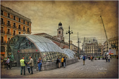 (051/15) Puerta del Sol (Madrid) (Pablo Arias) Tags: madrid friends espaa amigos art photoshop spain arquitectura colours arte gente colores cielo nubes hdr texturas smrgsbord photomatix sigma1020 edificiosymonumentos madridantiguo olequebonito nikond300 kddsnikonistas greatmanipulart grouptripod oltusfotos goldenvisions pabloarias