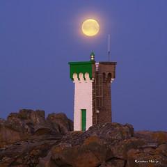 Coucher de Lune - Trvignon (Ronan Bzh) Tags: mars moon lune landscape nikon ngc coucher sigma bretagne full phare heure bleue 70200mm thebluehour 2015 pleine trvignon d7100 tregunc