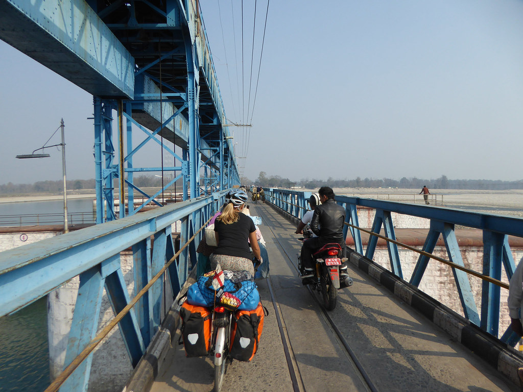 Crossing the dam into Nepal
