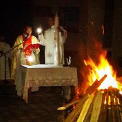 Lumen Christi Deo Gracias  Light of Christ Thank to God  มิสซาคืนวันเสาร์สักดิ์สิทธิ์ พีธีเสกน้ำ เสกไฟ พิธีศีลล้างบาป และรื้อฟื้นคำปฏิญาณศีลล้างบาป  บทอ่านคืนนี้ 1. หนังสือปฐมกาล 2. หนังสือปฐมกาล 3. หนังสืออพยพ ** 4. หนังสือประกาศกอิสยาห์ 5. หนังสือประกาศ