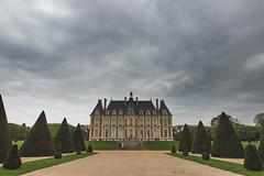 Bienvenue au chateau (StephanExposE) Tags: sky cloud paris france castle canon garden jardin ciel chateau nuage iledefrance parc argentique sceaux 1635mm parcdesceaux 600d 1635mmf28liiusm