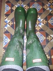20160407_090839 (rugby#9) Tags: tiledfloor floor tiles wet wetboots dirtyhunters dirtyboots dirtywellingtons dirtywellies rubber boots rubberboots wellingtons wellies green hunters size8 8 buckles hunterboots muddyboots muddyhunters muddyhunterboots socks bootsocks grey greybootsocks greysocks jeans