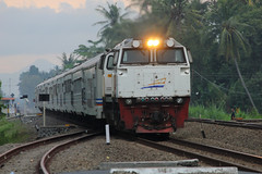 Taksaka (Ikhsan Prabowo Hadi) Tags: railroad train indonesia google rail railway railways railfans keretaapi gamping taksaka patukan