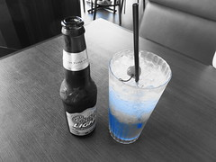 Coors Light & Raspberry Soda (haru-bon2) Tags: trip travel blue black ice beer glass japan bar table drink straw alcohol raspberry yokohama non brew coors gulp