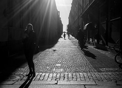 Backlit (Olderhvit) Tags: street blackandwhite göteborg lumix photography streetphotography panasonic streetphoto 2015 gatufoto gatufotografi framingthestreet olderhvit dmcgx1 p1140973
