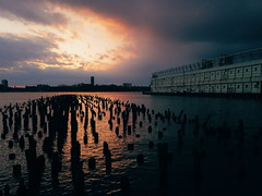 When you get out of work and there's still daylight. (Linh H. Nguyen) Tags: nyc light sunset sky reflection landscape pier westvillage urbannature hudsonriver goldenhour vscocam lgg3