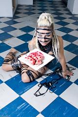 IMG_0415 (m.acqualeni) Tags: sexy girl tattoo dreadlocks trash blood punk nu bondage yeux bleu manuel gore blonde dread thrash dreads manu bas sang fille dreadlock vhs photographe bleus percing cervelle jaretelle acqualeni