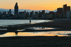 IMG_5201 Man and the City (jaro-es) Tags: city españa beach clouds canon evening abend spain playa stadt spanien benidorm platja costablanca spanelsko playaponiente eos70d