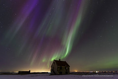 The house of blue light II (Kjartan Guðmundur) Tags: sky snow canon stars landscape iceland nightscape nocturne ísland northernlights auroraborealis norðurljós canoneos5dmarkiii tokinaatx1628mmf28profx kjartanguðmundur