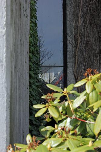 "Durch das Fenster aus dem Fenster 1 • <a style=""font-size:0.8em;"" href=""http://www.flickr.com/photos/69570948@N04/17087733392/"" target=""_blank"">View on Flickr</a>"