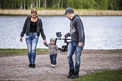rannallakuvausta1 (Markus Pylkknen Photography) Tags: camera woman colors grass canon finland walking lumix child mother musicvideo canon6d stillshooting brunobinch