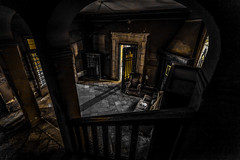la visita (Kaobanga) Tags: visita visit visitant visitante visitor concepte concepto concept abandonat abandonado abandoned decament decaer decay myfair villamyfair canon5dmarkii canon5dmkii canon5dmk2 canon1635 kaobanga