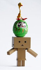 STACKing with Danbō (steffi's) Tags: japan toy duck manga stack merchandise ente spielzeug figur odc yotsuba danbo wellpappe objectphotography danbooru danboard kiyohikoazuma ダンボー ourdailychallenge kartonmännchen danbō kartonschachtelroboter