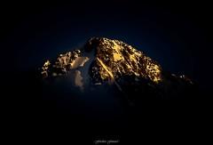 Cime Incandescente n2 (Frdric Fossard) Tags: jaune montagne alpes noir lumire altitude ombre glacier neige crpuscule goldenhour coucherdesoleil luminance cime hautesavoie sommet incandescence chardonnet massifdumontblanc