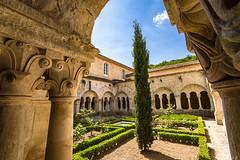 abbaye de Snanque: le cloitre (bonacherajf) Tags: monastre abbaye snanque lubron cistrcien