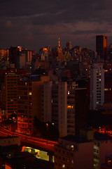 amontoado (Vitor Nisida) Tags: city sunset cidade urban arquitetura skyline architecture cityscape sopaulo centro ciudad sampa sp urbana elevado minhoco elevadocostaesilva archshot parqueminhoco elevadojoogoulart