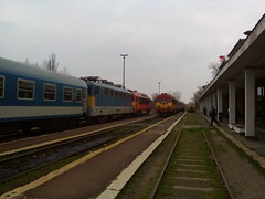 20150315_Hdmezvsrhely_150430 (emzepe) Tags: railroad station electric train hungary state diesel gare engine railway zug bahnhof loco series locomotive transfer magyar bahn railways ungarn tavasz juna hungarian lectrique mrcius mv m41 418 2015 lokomotiv 431 hongrie elektrische szili vonat rautatie v43 vast hdmezvsrhely mozdony lloms vastlloms csrg dzelmozdony villanymozdony vontat llamvasutak dzel sorozat hz