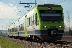 BLS Lötschbergbahn NINA RABe 525 005 - 5 mit Taufname Aare ( Hersteller VeveyTechnologies => Inbetriebnahme 1999 => dreiteilig ) unterwegs bei Kerzers im Kanton Freiburg - Fribourg der Schweiz (chrchr_75) Tags: chriguhurnibluemailch christoph hurni schweiz suisse switzerland svizzera suissa swiss chrchr chrchr75 chrigu chriguhurni märz 2015 bahn eisenbahn schweizer bahnen train treno zug albumzzz201503märz albumbahnenderschweiz albumbahnenderschweiz201516 albumblslötschbergbahn bls lötschbergbahn juna zoug trainen tog tren поезд lokomotive паровоз locomotora lok lokomotiv locomotief locomotiva locomotive railway rautatie chemin de fer ferrovia 鉄道 spoorweg железнодорожный centralstation ferroviaria
