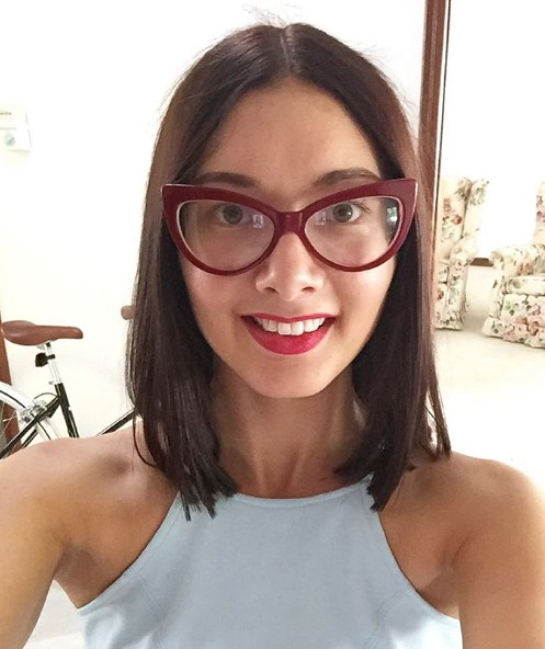 f6a9e35432 Stunning brunette blogger with big cateye glasses (Girls With Glasses  Gallery) Tags  fashion