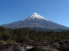 Camino al cielo (Guillermo Feli) Tags: chile naturaleza nature arboles paisaje dia cielo volcn surdechile airelibre