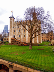 The White Tower, The Tower of London (photphobia) Tags: tower toweroflondon london castle castillo fortress city oldwivestale cityoflondon outdoor architecture buildings building buildingsarebeautiful leadenhallbuilding tower42