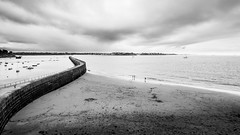 Jete  la mer (elebelleguy) Tags: 1018 550d bw boitier breizh bretagne brittany camera canon1018 canonefs1018 canoneos550d eos eos550d france hardware meteo nb nuageux objectif saintmalo stmalo voyages blackandwhite cloudy couvert lens noiretblanc weather 10mm mto uga