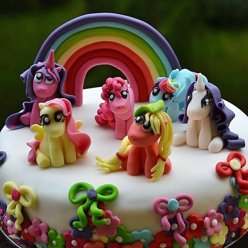My little girl loves my little ponnies 💜😀💕 #cakefrommommy #formygirl #happybirthday #birthdaygirl #love #cake #mylittlepony #rainbow #rainbowcake #mylittleponycake #handmadecake #cake