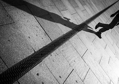Over the Line (ffela) Tags: berlin blackwhite overtheline streetphotography