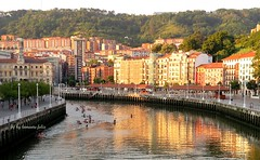 Bilbao.Casco Viejo.El Arenal. (lameato feliz) Tags: bilbao rio puestasol contraluz reflejos cascoviejo bilbo