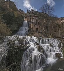 Orbaneja del Castillo - Burgos (Panoramica de dos fotos) (Urugallu) Tags: espaa rio canon agua flickr pueblo ebro burgos arroyo 70d castillaleon joserodriguez urugallu sedado