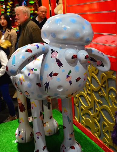 city uk sculpture london march spring dslr 2015 shaunthesheep astleybakerdavies ardman benhollyslittlekingdom afsdxvrzoomnikkor18200mmf3556gifedii londontrail nikond7100 shauninthecity
