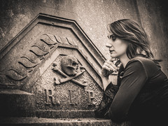 Shooting - Abysse 025 (Thomas Mathues) Tags: portrait cemetery graveyard dark model photoshoot mourning belgium belgique tomb gothic goth shooting widow gothique tombe cimetire modle hainaut