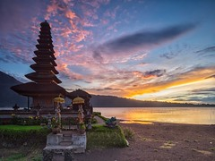Sunrise at Pura Ulun Danu Danau Bratan, Bali (Krist Setyawan) Tags: bali lake nature sunrise indonesia landscape temple countryside outdoor waterscape bratan ulundanu