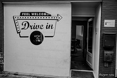 Feel welcome... (ericbaygon) Tags: bw restaurant blackwhite nikon noir noiretblanc brugge bistro drivein bruges welcome resto nikonpassion d300s