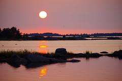 Panike (STTH64) Tags: panike replot finland island sun sunset sea seaside red yeloow golden sky horizon rocks