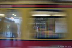 Der Zug fhrt ein . . . (Sockenhummel) Tags: berlin fuji zug bahnhof timeexposure finepix fujifilm sbahn x30 schnell durchfahrt langzeitaufnahmen bewegungsbild fujix30 sbhfherrmannstrase