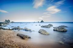 Les roches (Johan FREIMANN) Tags: mer agde longuepose hrault plage france nikon 18mm filtre pierres nuages nd1000 landscape sud d7000