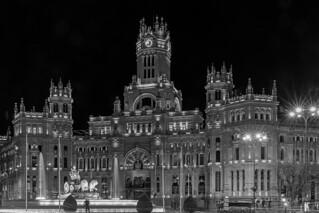 La Ciudad en Blanco y Negro. Pequeñez y Magnificencia.