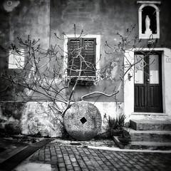 Cerchi, rombo e rettangoli (badi_) Tags: italy black la italia withe liguria samsung mini galaxy bianco nero s4 spezia montemarcello