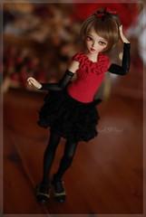 Look, mum, no hands! ;-) (Red Ribboned Dolls) Tags: dolls redribbon 14 chloe bjd fairyland abjd auri msd mnf minifee poseability redribboneddolls