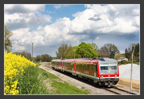 628/928 576 und 628/928 575 zwischen Schwabhausen und Niederroth, 22.Apr 2014