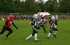 __IMG_8385 (blood.berlin) Tags: family fun coach referee team banner virgin magdeburg return qb win guards touchdown bulldogs tackle americanfootball punt fieldgoal spandau bulldogge gameball